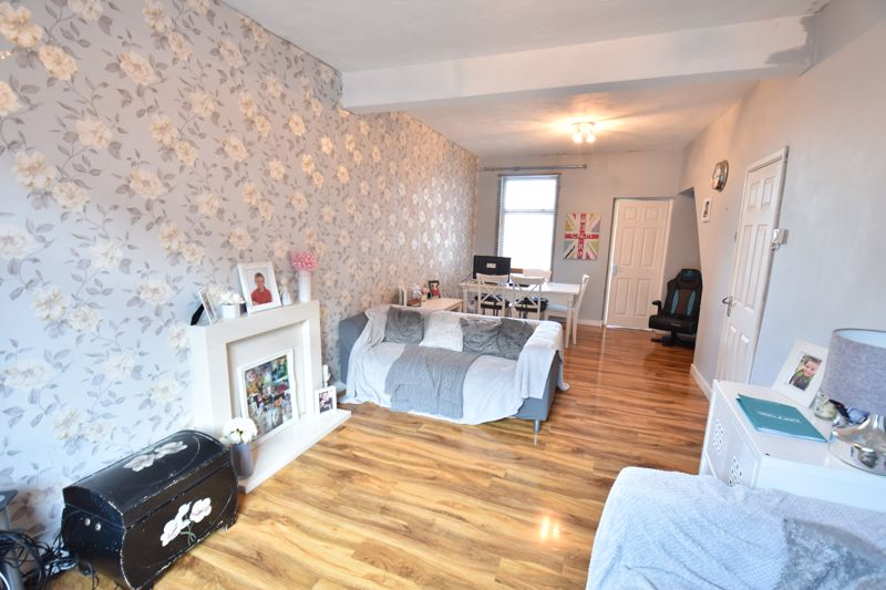 3 bedroom End Terrace to buy in Harcourt Street, Luton - Photo 4