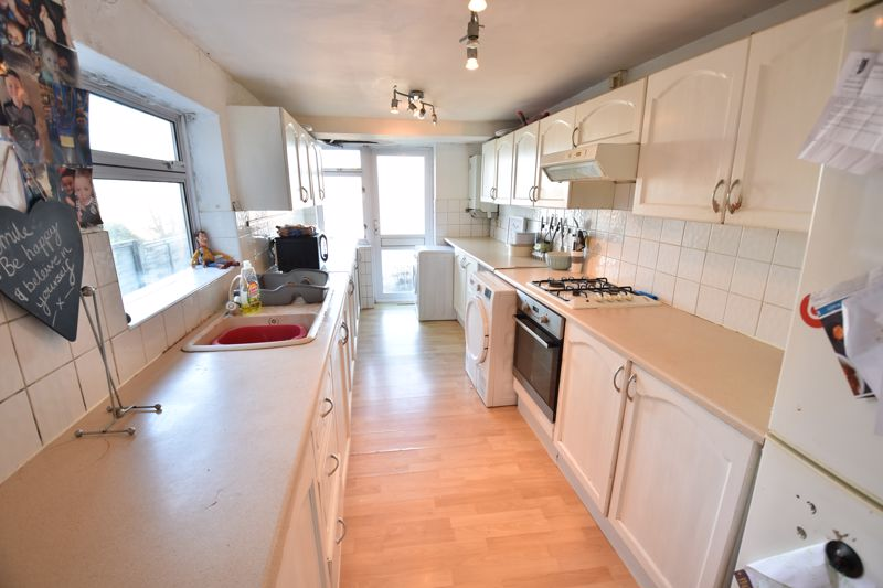 3 bedroom End Terrace to buy in Harcourt Street, Luton - Photo 6