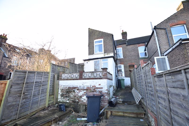 3 bedroom End Terrace to buy in Harcourt Street, Luton - Photo 8