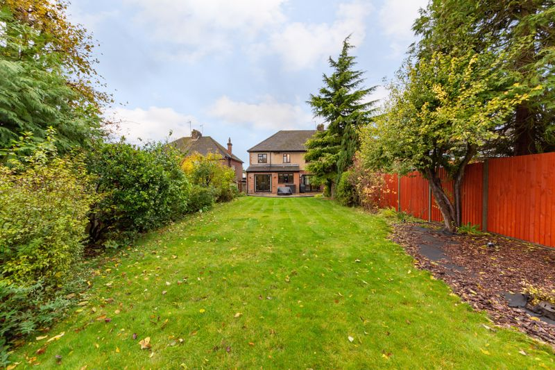 4 bedroom Semi-Detached  to buy in Marston Gardens, Luton - Photo 3