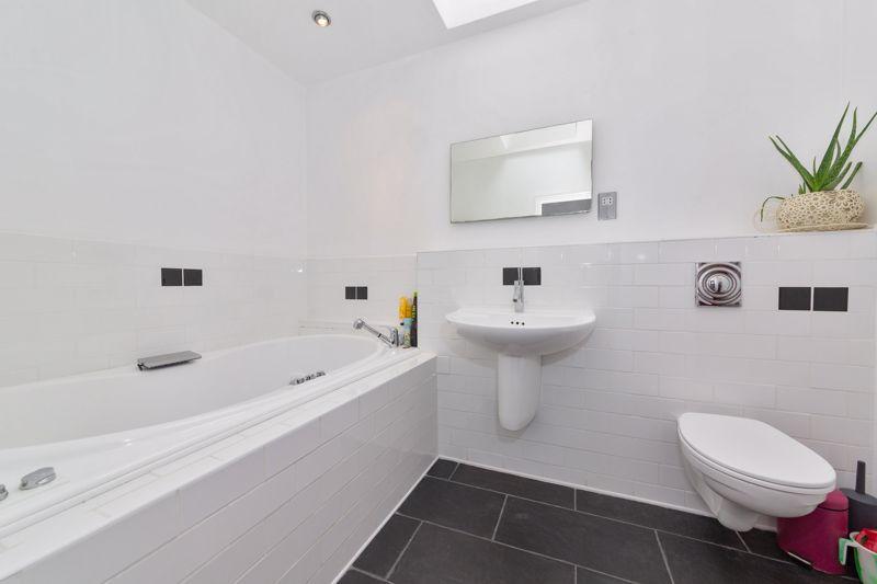 4 bedroom Semi-Detached  to buy in Marston Gardens, Luton - Photo 9