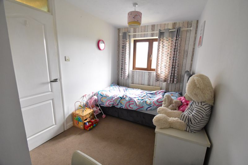 2 bedroom Mid Terrace to buy in Whitwell Close, Luton - Photo 19