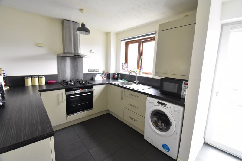 2 bedroom Mid Terrace to buy in Whitwell Close, Luton - Photo 30