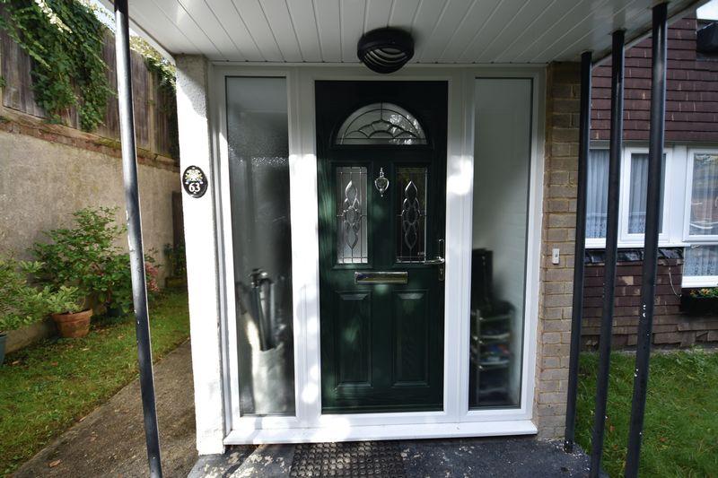 2 bedroom  to buy in Lawn Gardens, Luton - Photo 2