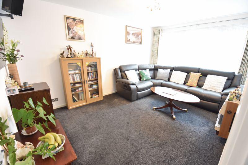 2 bedroom  to buy in Lawn Gardens, Luton - Photo 3