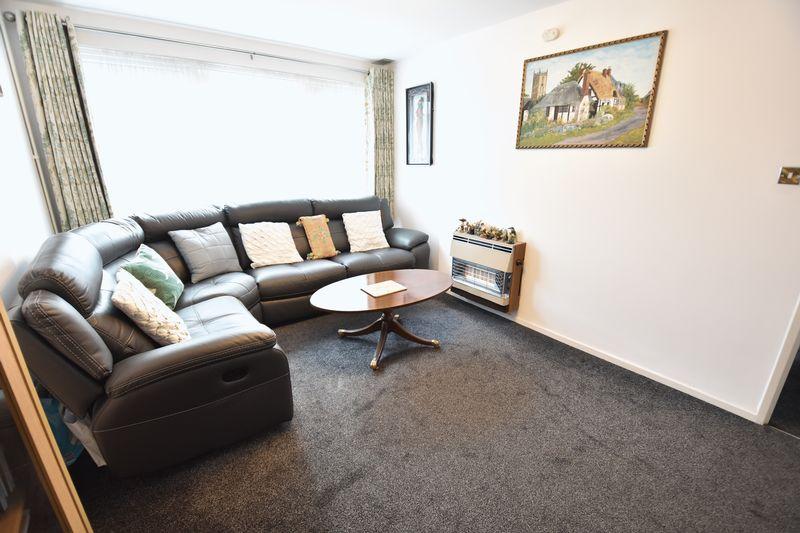 2 bedroom  to buy in Lawn Gardens, Luton - Photo 4