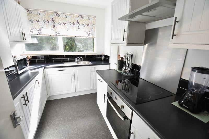2 bedroom  to buy in Lawn Gardens, Luton - Photo 7