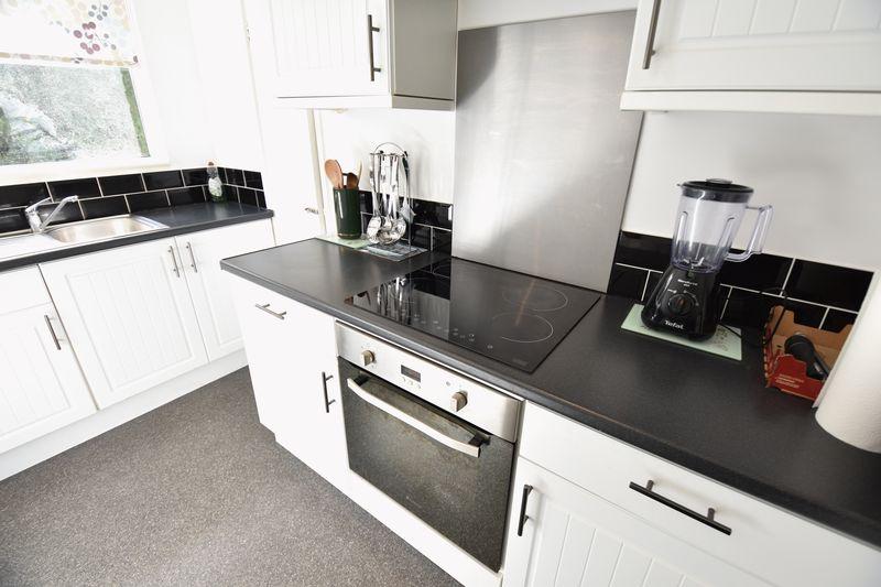 2 bedroom  to buy in Lawn Gardens, Luton - Photo 8