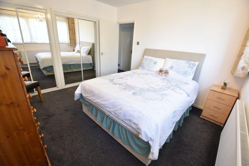 2 bedroom  to buy in Lawn Gardens, Luton - Photo 11