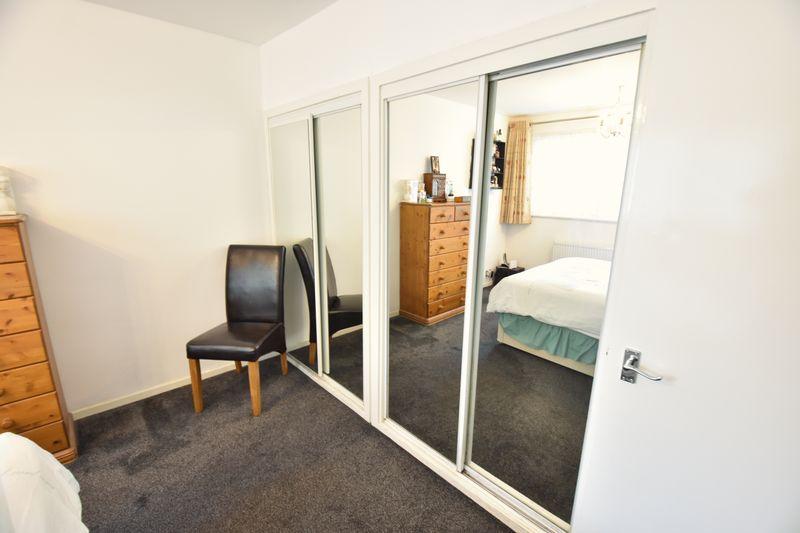 2 bedroom  to buy in Lawn Gardens, Luton - Photo 12