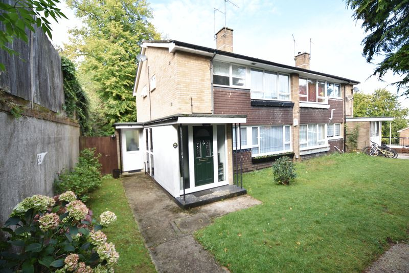 2 bedroom  to buy in Lawn Gardens, Luton - Photo 17