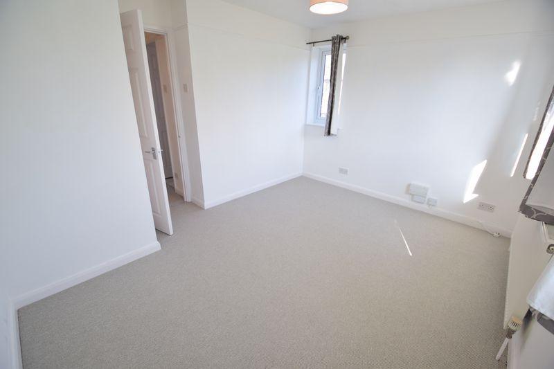 1 bedroom  to buy in Furze Close, Luton - Photo 2