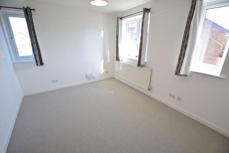 1 bedroom  to buy in Furze Close, Luton - Photo 3