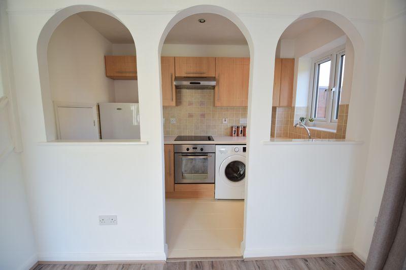 1 bedroom  to buy in Furze Close, Luton - Photo 6