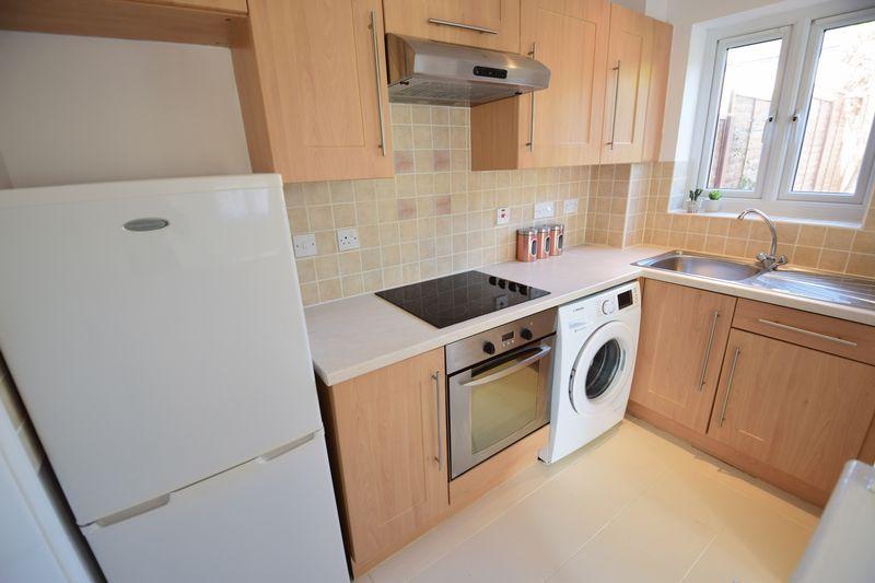 1 bedroom  to buy in Furze Close, Luton - Photo 7