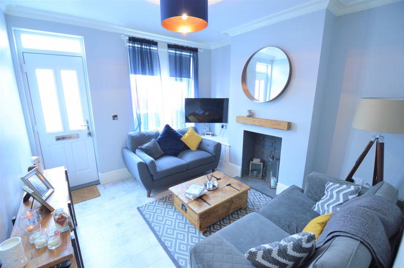2 bedroom Mid Terrace to buy in Reginald Street, Luton - Photo 2