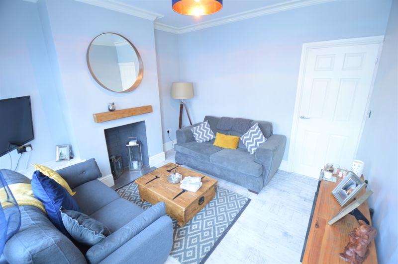2 bedroom Mid Terrace to buy in Reginald Street, Luton - Photo 3