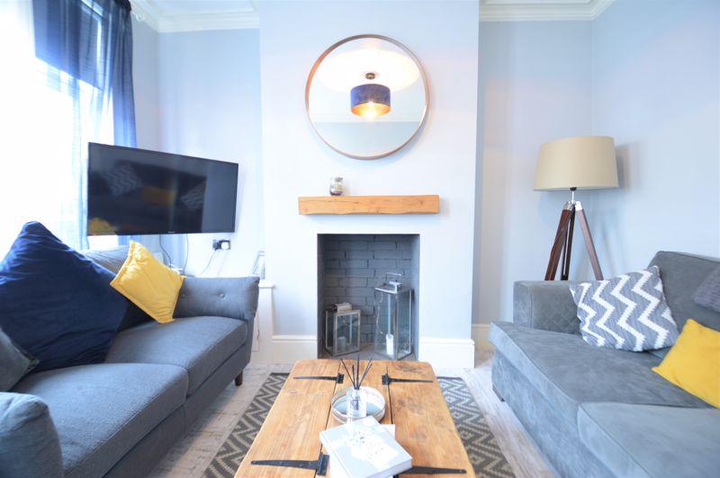 2 bedroom Mid Terrace to buy in Reginald Street, Luton - Photo 4
