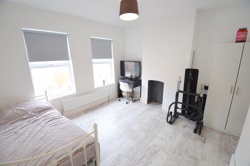 2 bedroom Mid Terrace to buy in Reginald Street, Luton - Photo 5
