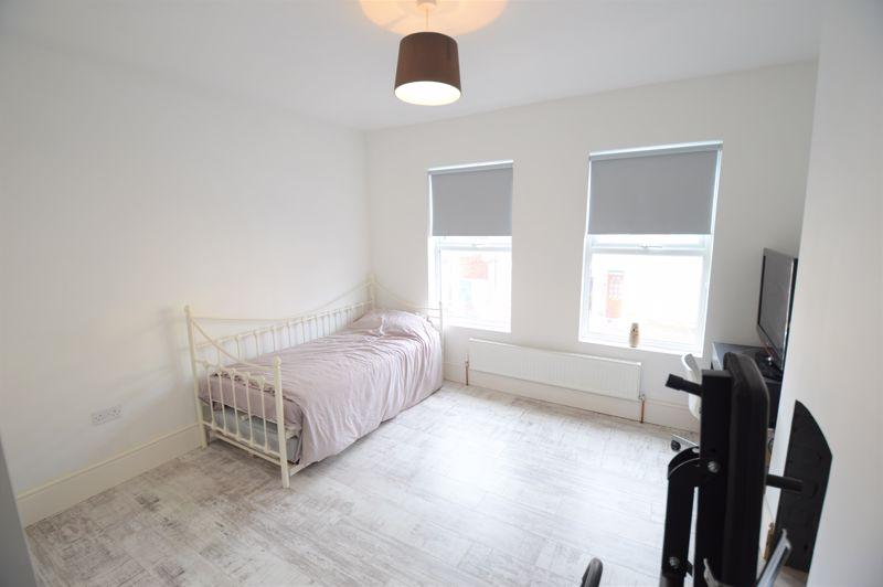 2 bedroom Mid Terrace to buy in Reginald Street, Luton - Photo 6