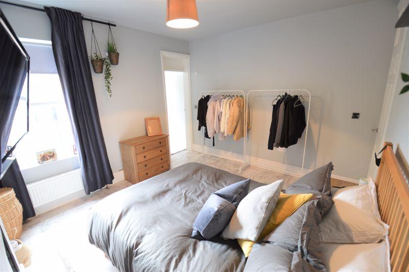 2 bedroom Mid Terrace to buy in Reginald Street, Luton - Photo 10