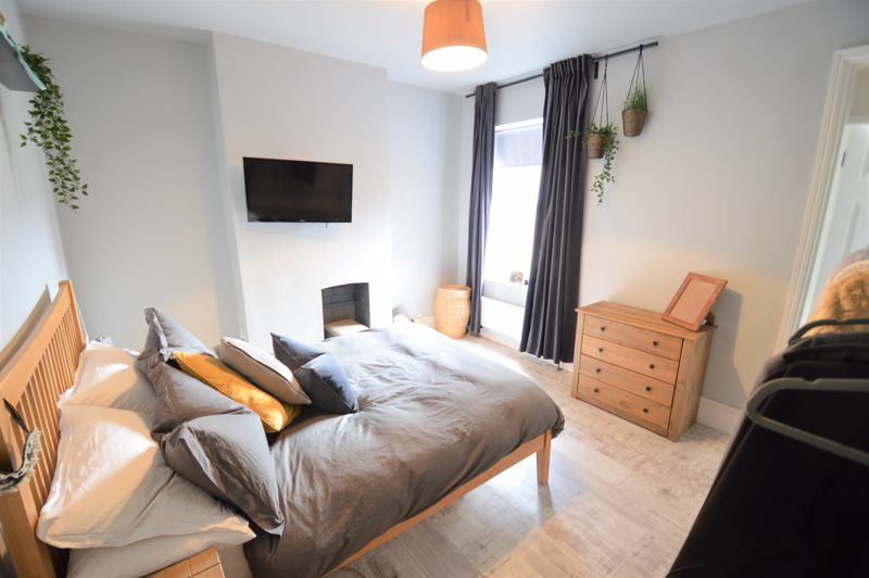 2 bedroom Mid Terrace to buy in Reginald Street, Luton - Photo 11