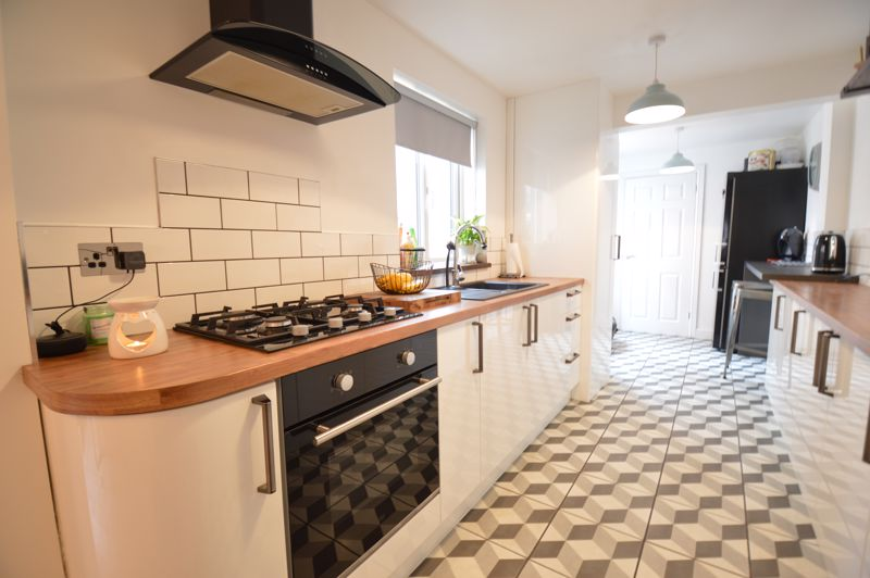 2 bedroom Mid Terrace to buy in Reginald Street, Luton - Photo 16