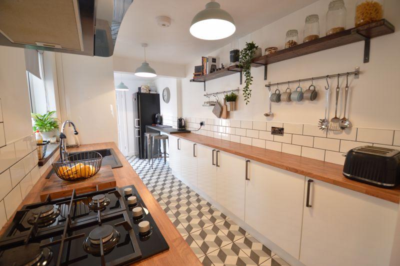 2 bedroom Mid Terrace to buy in Reginald Street, Luton - Photo 17