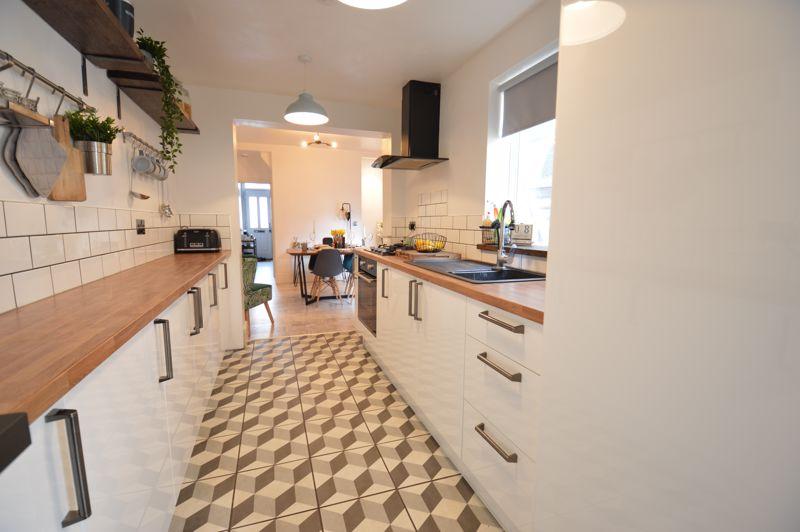 2 bedroom Mid Terrace to buy in Reginald Street, Luton - Photo 18