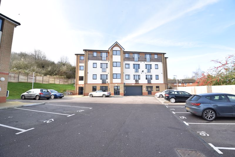 1 bedroom Flat to buy in Mulberry Close, Luton - Photo 1