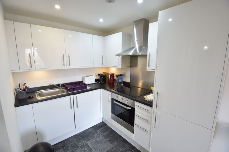 1 bedroom Flat to buy in Mulberry Close, Luton - Photo 6