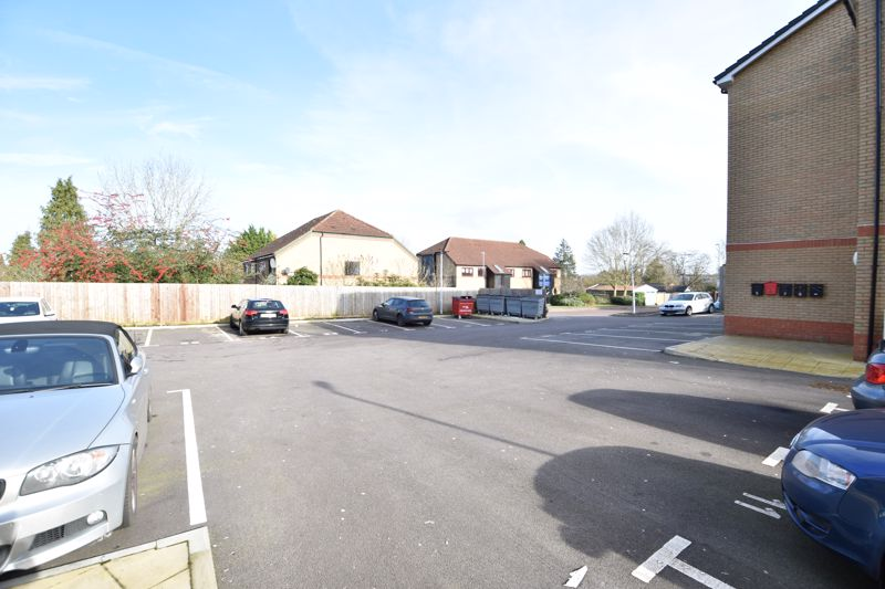1 bedroom Flat to buy in Mulberry Close, Luton - Photo 12