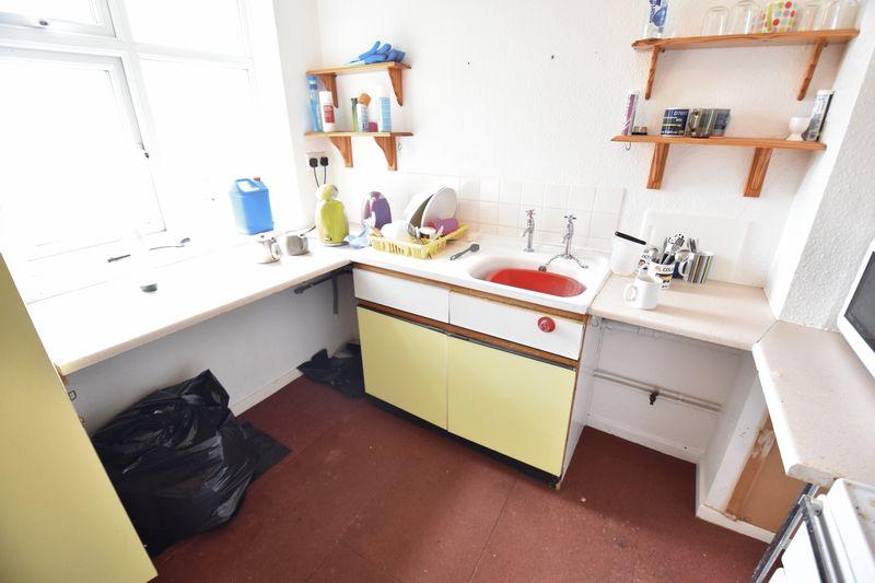 2 bedroom Flat to buy in Crescent Road, Luton - Photo 1