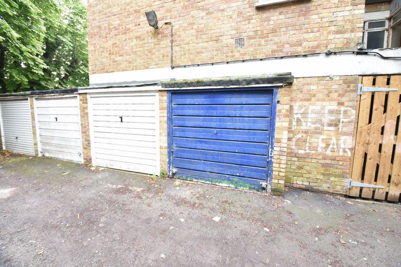 2 bedroom Flat to buy in Crescent Road, Luton - Photo 6