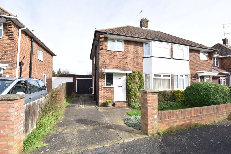 3 bedroom Semi-Detached  to buy in Fallowfield, Luton - Photo 8