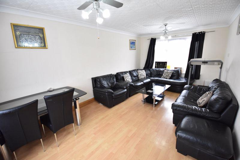 3 bedroom Semi-Detached  to buy in Priestleys, Luton - Photo 1