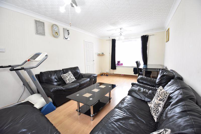 3 bedroom Semi-Detached  to buy in Priestleys, Luton - Photo 2