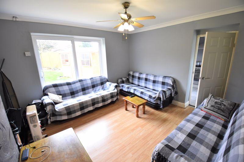 3 bedroom Semi-Detached  to buy in Priestleys, Luton - Photo 3