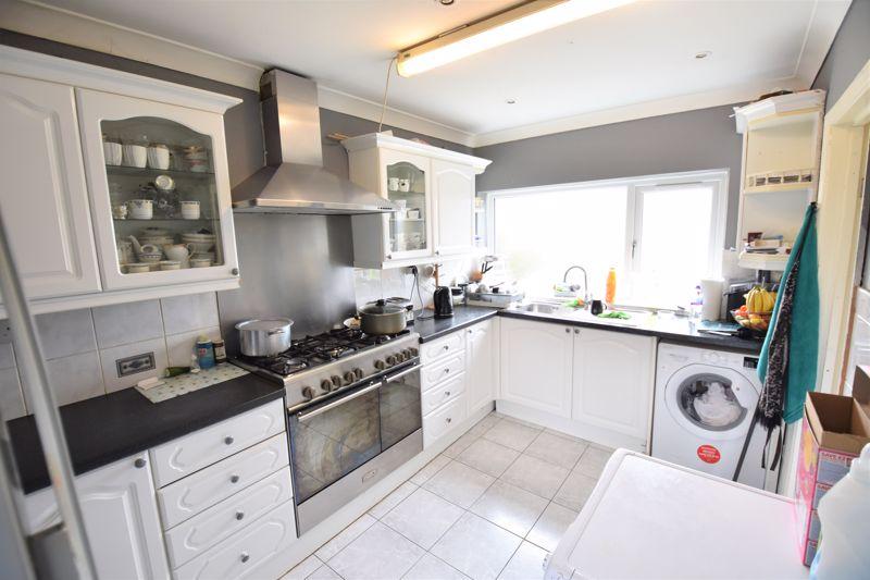 3 bedroom Semi-Detached  to buy in Priestleys, Luton - Photo 5