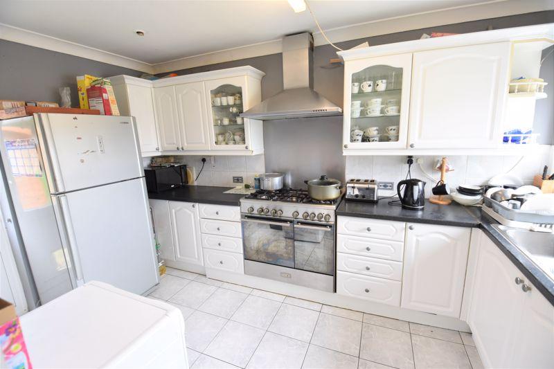 3 bedroom Semi-Detached  to buy in Priestleys, Luton - Photo 6
