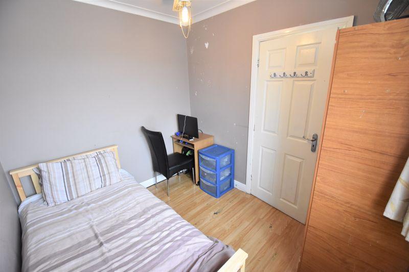 3 bedroom Semi-Detached  to buy in Priestleys, Luton - Photo 7