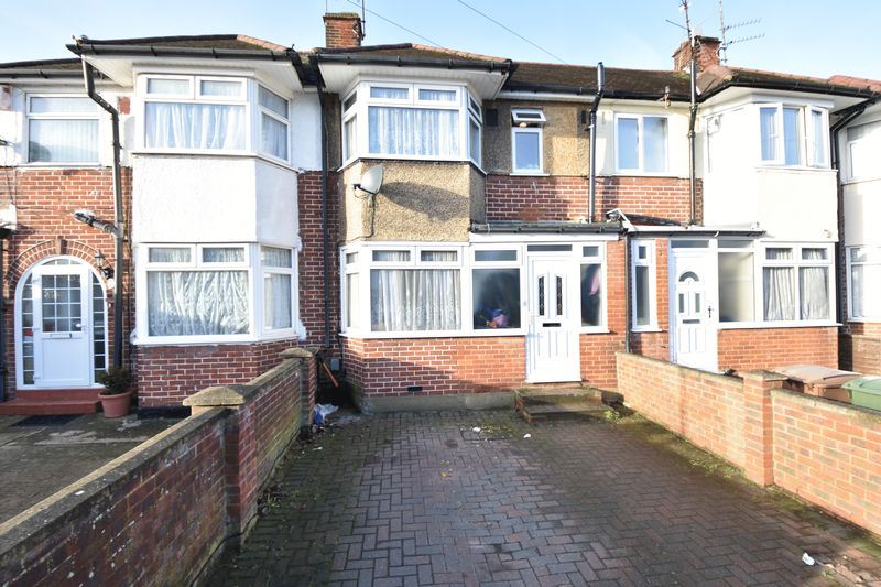 3 bedroom Mid Terrace to buy in Willow Way, Luton