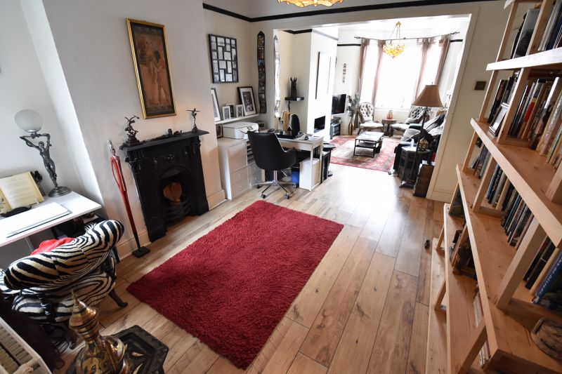 3 bedroom Mid Terrace to buy in Hitchin Road, Luton - Photo 4
