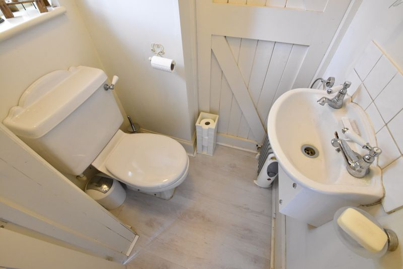 3 bedroom Mid Terrace to buy in Hitchin Road, Luton - Photo 9