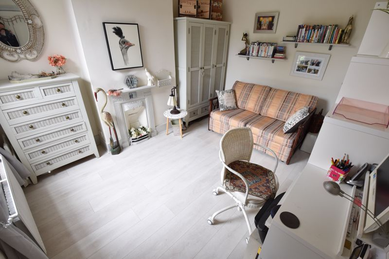 3 bedroom Mid Terrace to buy in Hitchin Road, Luton - Photo 13