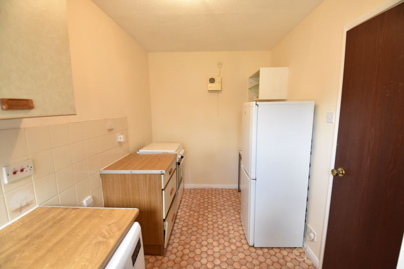 2 bedroom End Terrace to buy in Dorrington Close, Luton - Photo 2