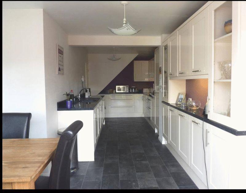 3 bedroom Semi-Detached  to rent in Mossbank Avenue, Luton - Photo 1