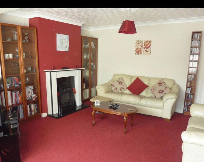 3 bedroom Semi-Detached  to rent in Mossbank Avenue, Luton - Photo 2
