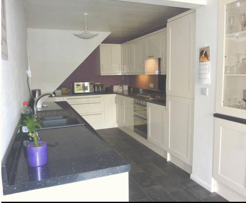 3 bedroom Semi-Detached  to rent in Mossbank Avenue, Luton - Photo 3