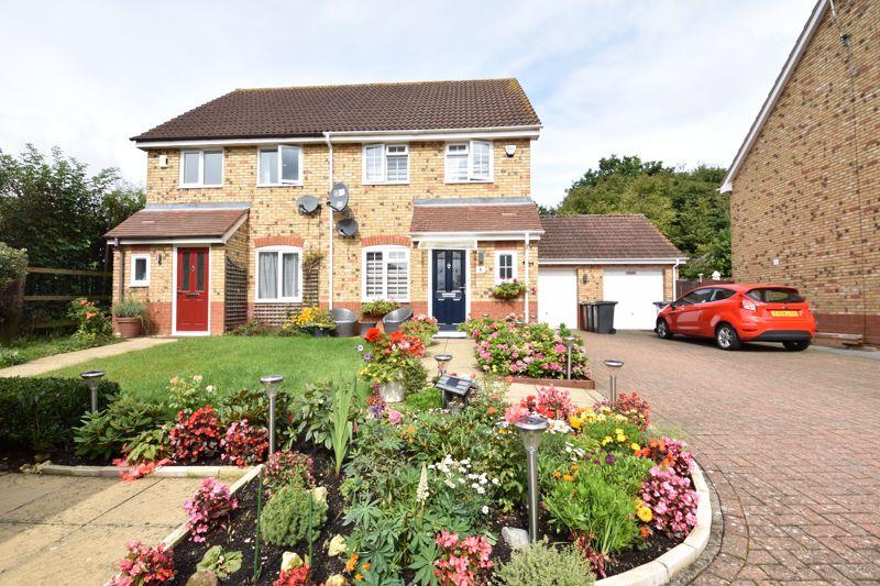 3 bedroom  to buy in Brompton Gardens, Luton - Photo 2